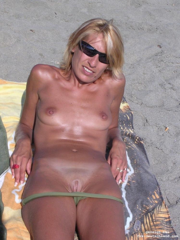 Nackt französinnen Postfrau geil