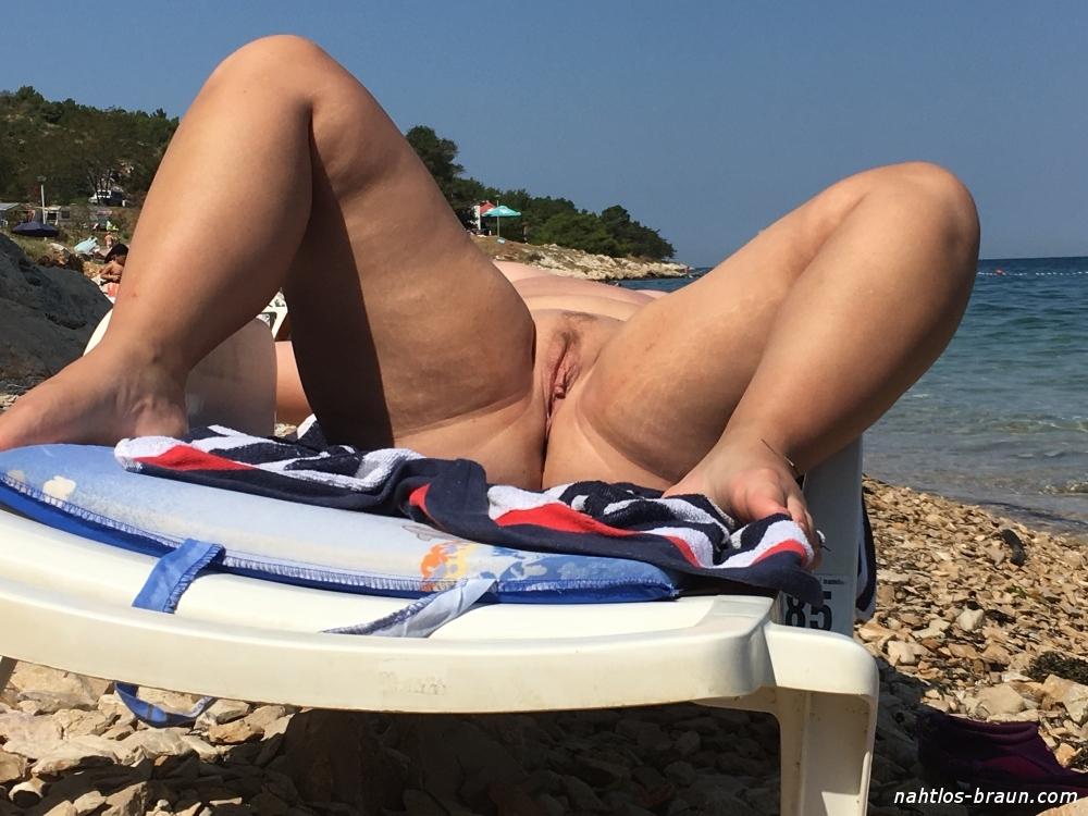 Im urlaub nackt frauen Im Urlaub