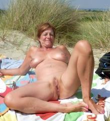 Im urlaub frauen nackt reife Ehefrau Urlaub